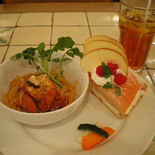 パスタとケーキセット(サンデーブランチ 新宿店 (Sunday Brunch))