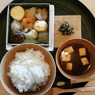 【一休限定の組合せ】三種のお刺身と、小鍋仕立の寄せ鍋を合せたランチセット(茶洒 金田中)