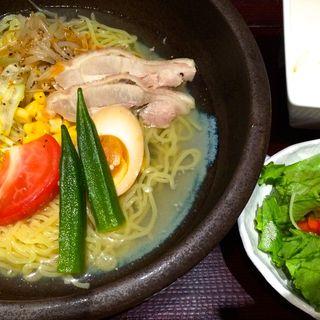 鶏がらスープの冷やし塩ラーメン(鳥どり 新宿東口店 (とりどり))