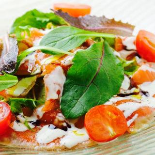 フレッシュサーモンのカルパッチョサラダ(グレイスガーデンプラス)