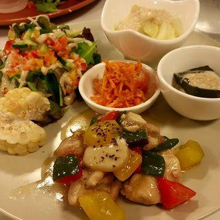 鶏肉とパプリカの元気炒め(サンテカフェ (3teCafe))