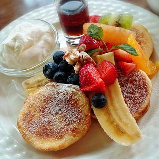 フルーツたっぷりパンケーキ(フダンカフェ (fudan cafe))
