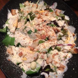 自家製燻製たまごのシーザーサラダ(WINE BARAdagio (ワインバル アダージョ))
