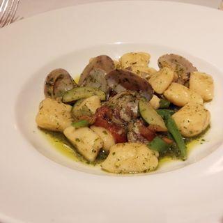 活あさりのボンゴレビアンコ バジル風味 リコッタチーズのニョッキで(アマルフィイ・カステッロ (Amalfi CASTELLO))