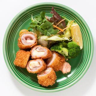 ハーブ三元豚カツ(一歩一歩のカフェ食堂)