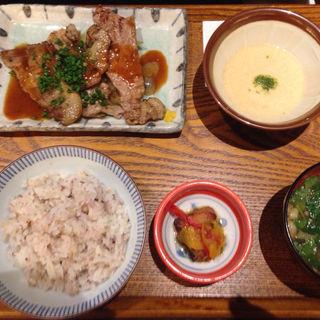 炭火焼きもち豚麦とろ定食(銀政 新宿野村ビル店 )