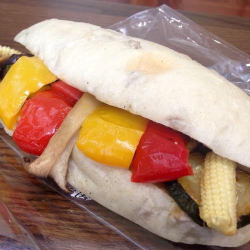 レギュームサンド 程良い塩加減の炒めた野菜がはみ出す程にサンドしてあり、美味しくて満足度の高い逸品です