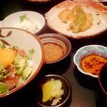 ゴマダレマグロアボカド丼と天ぷらセット