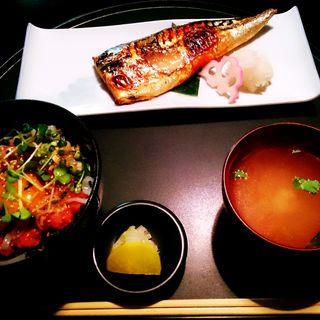 イカマグロユッケ丼と焼き魚(転石亭 流石 (【旧店名】赤坂 転石亭))