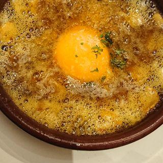 蟹と蟹味噌のアヒージョ(ハモネリア ベジョータ ギョクロ )
