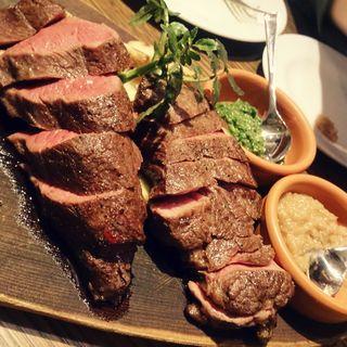 牛肩ロースと、牛タンのステーキ(ビストロ 熟肉 (なれにく))