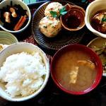 豆腐と鶏ひき肉のハンバーグランチ