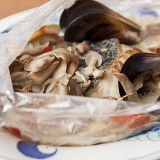 真鯛とキノコのホイル焼き(Hostaria Casa Bella )