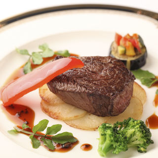 柔らか牛フィレ肉のグリエ 温野菜とともに(レストラン フォッセ (FOSSE))