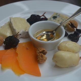フランス産直送チーズおまかせ4種盛り(フレンチーズ (FRENCHIES【旧店名】プチ ニース))
