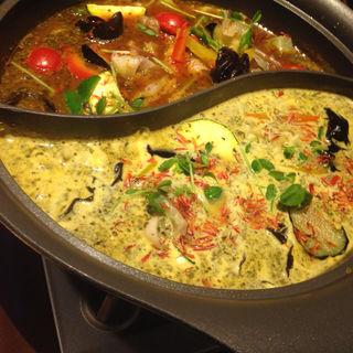 2色の薬膳スープカレー鍋(薬膳スープカレー・シャナイア (Shania))