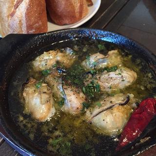 広島産牡蠣のガーリックオイル煮(京都ダイナー)