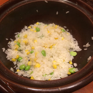 トウモロコシと枝豆の釜飯(やまと 楽)