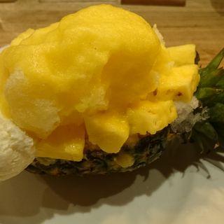 黄金比蜜のかき氷 丸ごとパイン(ブラザーズカフェテリア 南船場店)