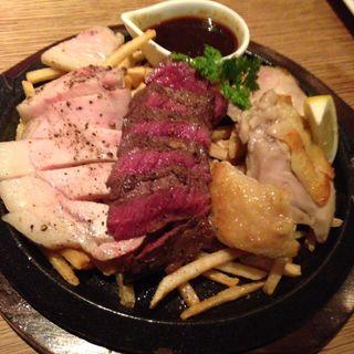 平日限定セットの 俺の肉盛り合わせ ハーフ(biotope cafe dining (ビオトープ カフェ ダイニング))