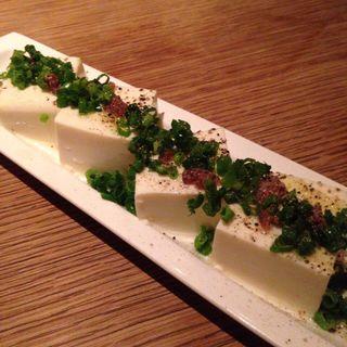 ブラックペッパーネギたっぷりアンチョビ豆腐(biotope cafe dining (ビオトープ カフェ ダイニング))