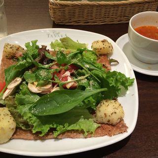 季節のサラダガレット(カフェタナカジャズ店 )