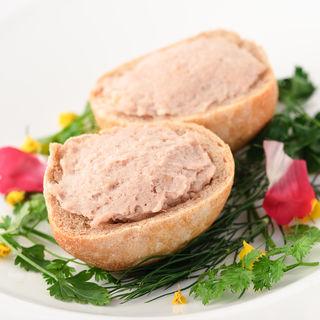軽く炙ったスカモルツァスモークチーズのブルスケッタ(インコントロ オステリア&グリル (INCONTRO Osteria&Grill))
