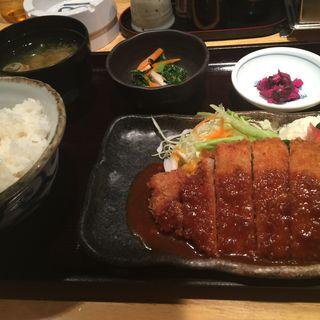 ポークカツ定食(鳥舞台 淀屋橋店 (とりぶたい))