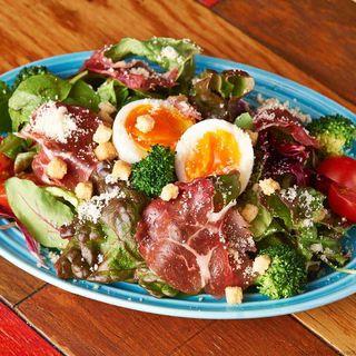 半熟卵のシーザーサラダ(ペコリ )