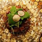 マグロとアボカドのタルタル山葵オリーブソース