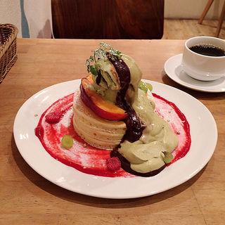 ピスタチオアイスとほうじ茶クリームのパンケーキ(パンケーキママカフェ VoiVoi (ヴォイヴォイ))