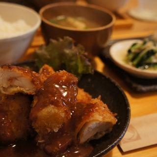 おひるごはんset(若鶏ムネ肉のサクサクチキンカツ)(cafe caho (カフェカホ))
