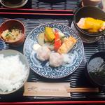 特製焼売と魚介のダッチオーブン料理のハーフハーフ