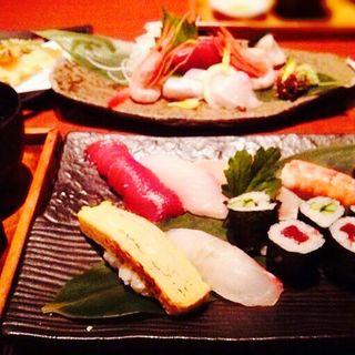 にぎり寿司と天婦羅セット(魚菜すしダイニング 四日市店)
