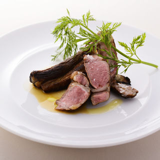 北海道美深町産 仔羊ロース肉のアルフォルノ(イルバンビナッチョ )