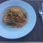 魚介と小松菜のトマトパスタ