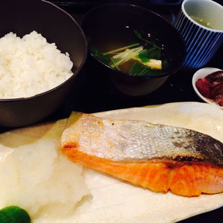 塩鮭定食(ありんこ )