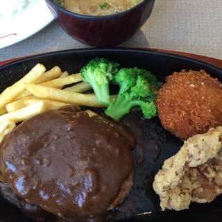 ハンバーグ&から揚げ&コロッケ(肉の万世 神田駅前店 (ニクノマンセイ))