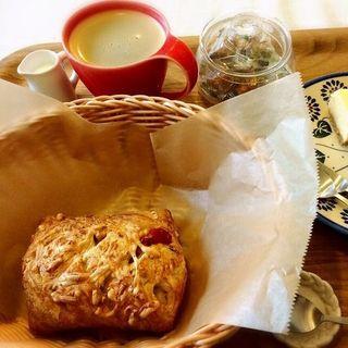 トマトとバジルのパン(ポンジー (pongee))