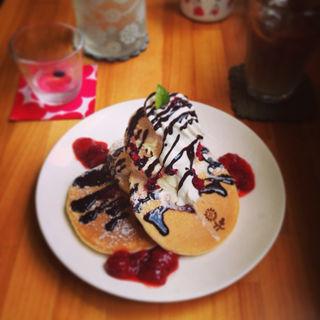 ラズベリーパンケーキ(カフェ ハナハナ (cafe hanahana))