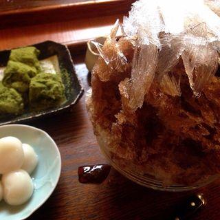 黒糖きなこ白玉+抹茶わらび餅(うめぞの カフェアンドギャラリー (うめぞの CAFE & GALLERY))