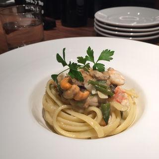リングイネ ムール貝、アサリと牡蠣、エビのレモン風(カフェ・ド・モア (Cafe de Moi))