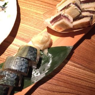 鯖寿司とサバサンド(煮炊魚金 (うおきん))