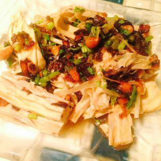棒湯葉と季節野菜の玉葱醤和え(月世界)