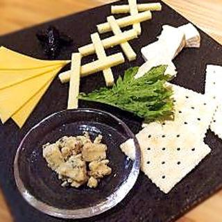 チーズの盛合せ(フレンチバル 来酒 (キッシュ))