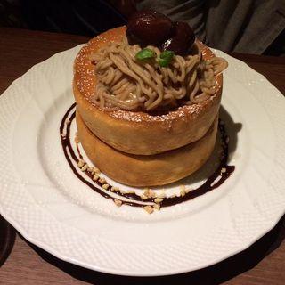 和栗と仏産マロンのモンブランパンケーキ(アクイーユ )