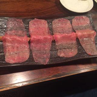 炙り牛タン刺(鉄板餃子酒場 大虎 宮益坂本店 )