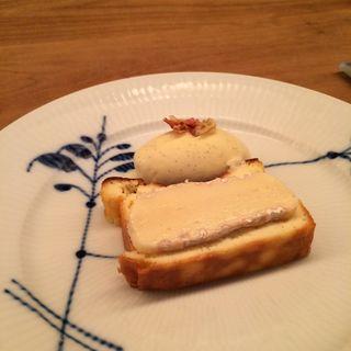 チーズの乗ったチーズケーキ(レストランよねむら )