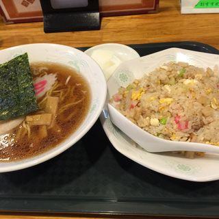 炒飯とラーメンのランチセット(萬来軒 東松原 (バンライケン))