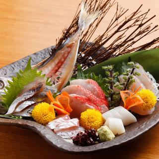 下田漁港直送 地魚のお造り盛り合わせ (城ヶ崎おかもと)